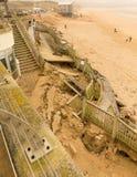 Danno di Newquay della spiaggia di Fistral causato dalle tempeste Fotografia Stock Libera da Diritti
