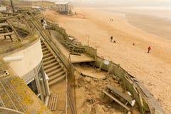 Danno di Newquay della spiaggia di Fistral causato dalle tempeste Immagini Stock