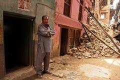 Danno di terremoto sulle vie di Kathamndu dalle sedere di Thamel Immagine Stock
