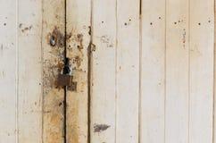 Danno e vecchia serratura di porta arrugginita Fotografie Stock