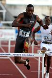 Danny McFarlane aux obstacles de 400 mètres Photographie stock libre de droits