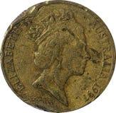 Dano velho de uma moeda de cobre australiana do dólar para retratar sua majestade Elizabeth II, rainha do ano 1997 de Austrália fotografia de stock