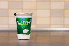 Danone Activia yoghurt arkivfoto