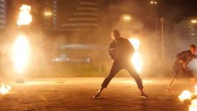 Dans av skådespelare med brand stock video