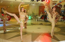 Dans bullseye door dansers, actoren wordt uitgevoerd van de groep van de de muziekzaal die van de staat van St. Petersburg Royalty-vrije Stock Fotografie