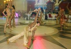Dans bullseye door dansers, actoren wordt uitgevoerd van de groep van de de muziekzaal die van de staat van St. Petersburg Royalty-vrije Stock Afbeeldingen