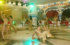 Dans bullseye door dansers, actoren wordt uitgevoerd van de groep van de de muziekzaal die van de staat van St. Petersburg Royalty-vrije Stock Foto