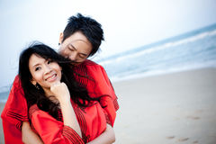 Dans des couples de jeunes d'amour Photos stock