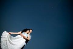 Dans des couples de jeunes d'amour Photos libres de droits