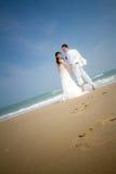 Dans des jeunes mariés d'amour Image stock