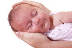 Dans des mains de la mère Image libre de droits
