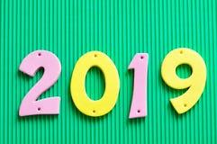 2019 dans des nombres roses et jaunes Photos libres de droits