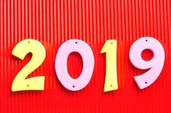 2019 dans des nombres roses et jaunes Images stock