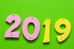 2019 dans des nombres roses et jaunes Photographie stock