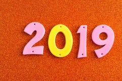 2019 dans des nombres roses et jaunes Photo libre de droits