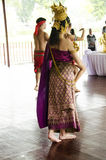 Dans eller RAM för asiatiska thai kvinnor som klassisk thai är thai för showtrave Arkivfoton