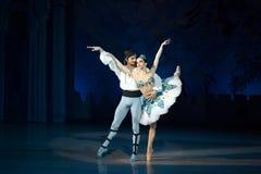 Dans för balettdansörer Aleksandr Stoyanov och Katerina Kukhar under balett Corsar Royaltyfria Bilder