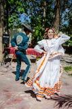 Dans för mexicansk hatt - Puerto Vallarta, Mexico arkivbilder