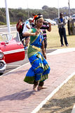 Dans för ung dam Performing Traditional Indian i Durban södra A Arkivbilder