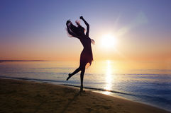 Dans i solnedgång Arkivbild