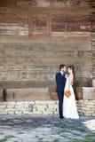 Dans l'épouse et le marié d'amour dans le jour du mariage Photo libre de droits