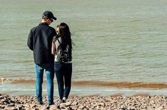 Dans l'amour à la plage Photo libre de droits
