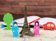 Dans l'amour à Paris Photo libre de droits