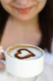 Dans l'amour avec du café Image libre de droits