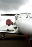 Dans l'avion à réaction moyen avant image libre de droits