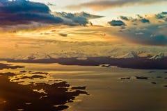 Dans l'humeur de coucher du soleil d'avion Photographie stock libre de droits