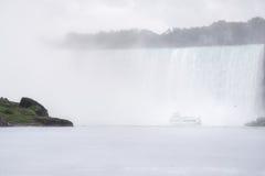 Dans la brume aux chutes du Niagara Image libre de droits