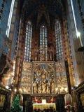 Dans la cathédrale catholique Photo stock
