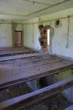 Dans la chambre d'une maison ruinée Photo stock