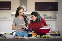 Dans la cuisine Photos libres de droits