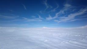 Dans la neige profonde Photographie stock
