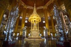 Dans la pagoda de Swel Daw, Yangon, Myanmar Photo libre de droits