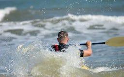 Dans la vague déferlante 2 Photo libre de droits