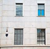 dans la vieille architecture de l'Europe Italie et le mur d'abat-jour vénitiens Image libre de droits
