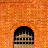 dans la vieille architecture de l'Europe Italie Milan et le mur d'abat-jour vénitiens Photos stock