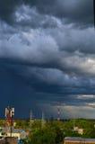 Dans la ville il y a un orage Image libre de droits