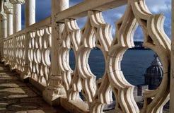 Dans le balcon de la tour de Belem au coucher du soleil Photo libre de droits