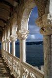 Dans le balcon de la tour de Belem au coucher du soleil Photo stock