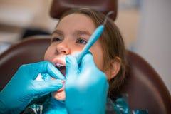 Dans le bureau dentaire Photos libres de droits