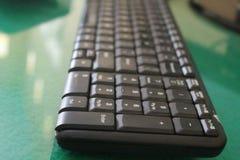 Dans le calcul, un clavier d'ordinateur est un dispositif de type machine à écrire, la version 2 image libre de droits