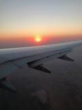 Dans le ciel - dans le coucher du soleil Photographie stock libre de droits