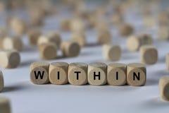 Dans - le cube avec des lettres, signe avec les cubes en bois Photo libre de droits