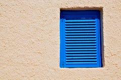 dans le mur jaune aveugle de l'Europe Grèce de santorini Image libre de droits