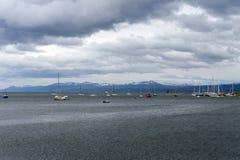 Dans le port d'Ushuaia - la ville la plus la plus au sud de la terre Photos libres de droits
