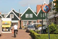 Dans le port Volendam. Pays-Bas Images libres de droits