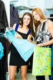 Dans le service de vêtement Photos stock